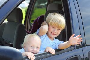 kids 2 in car